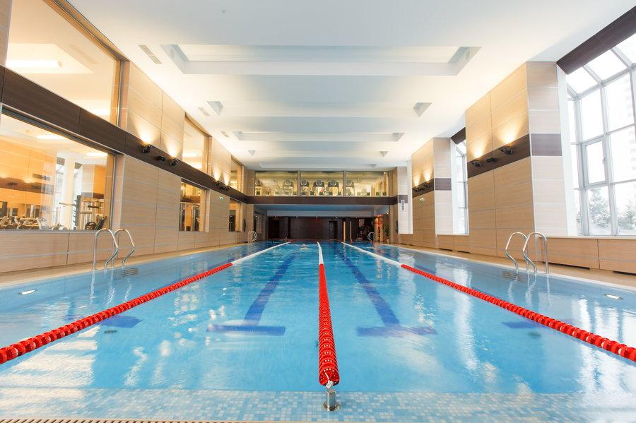 Фитнес клубы с бассейном в москве юге небеса ночной клуб москва