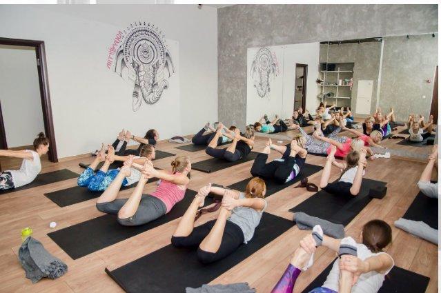 Клубы йоги в москве адреса голые телки из стрип клуба