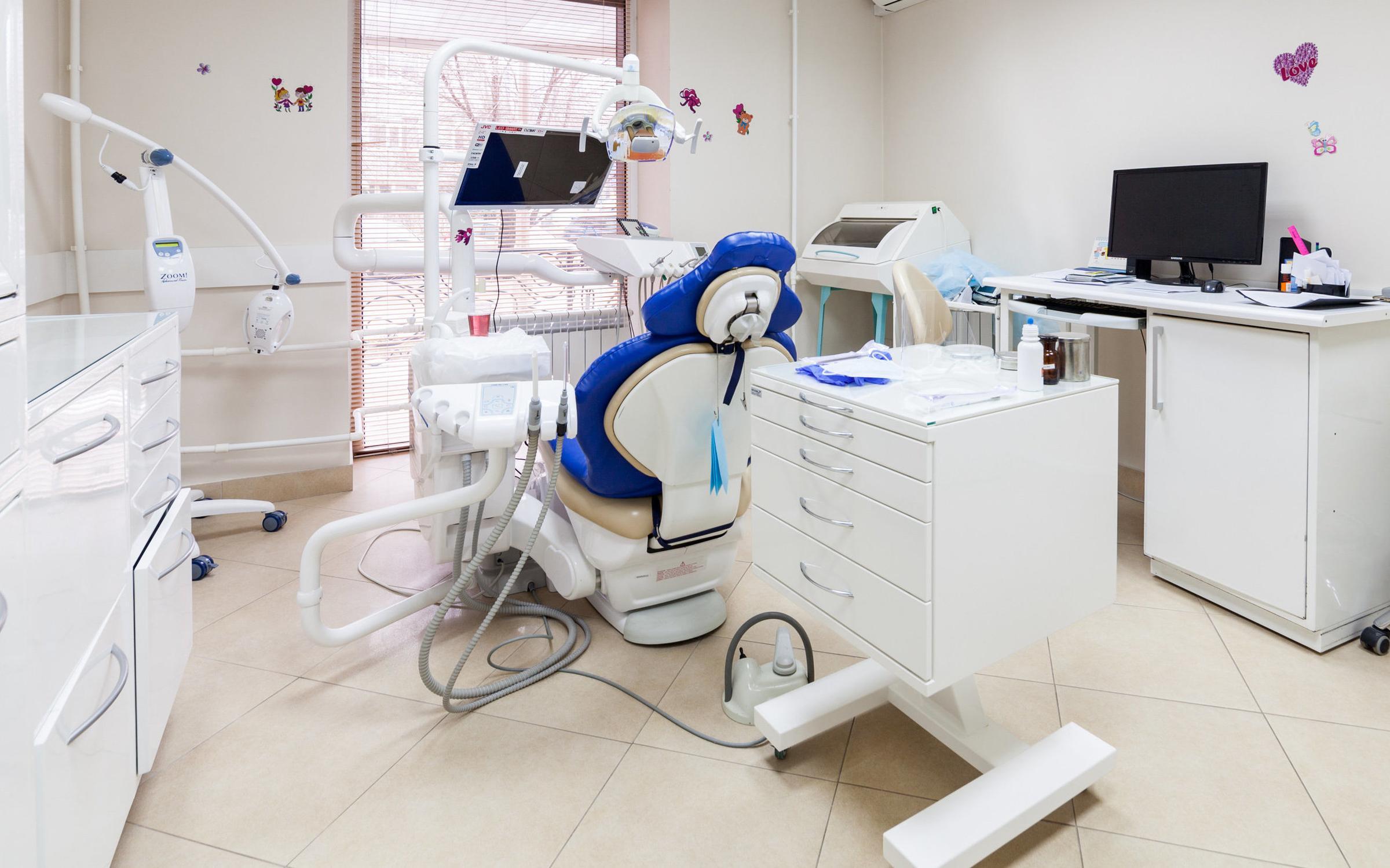 фотография Клиники семейной стоматологии Династия на улице Семена Середы