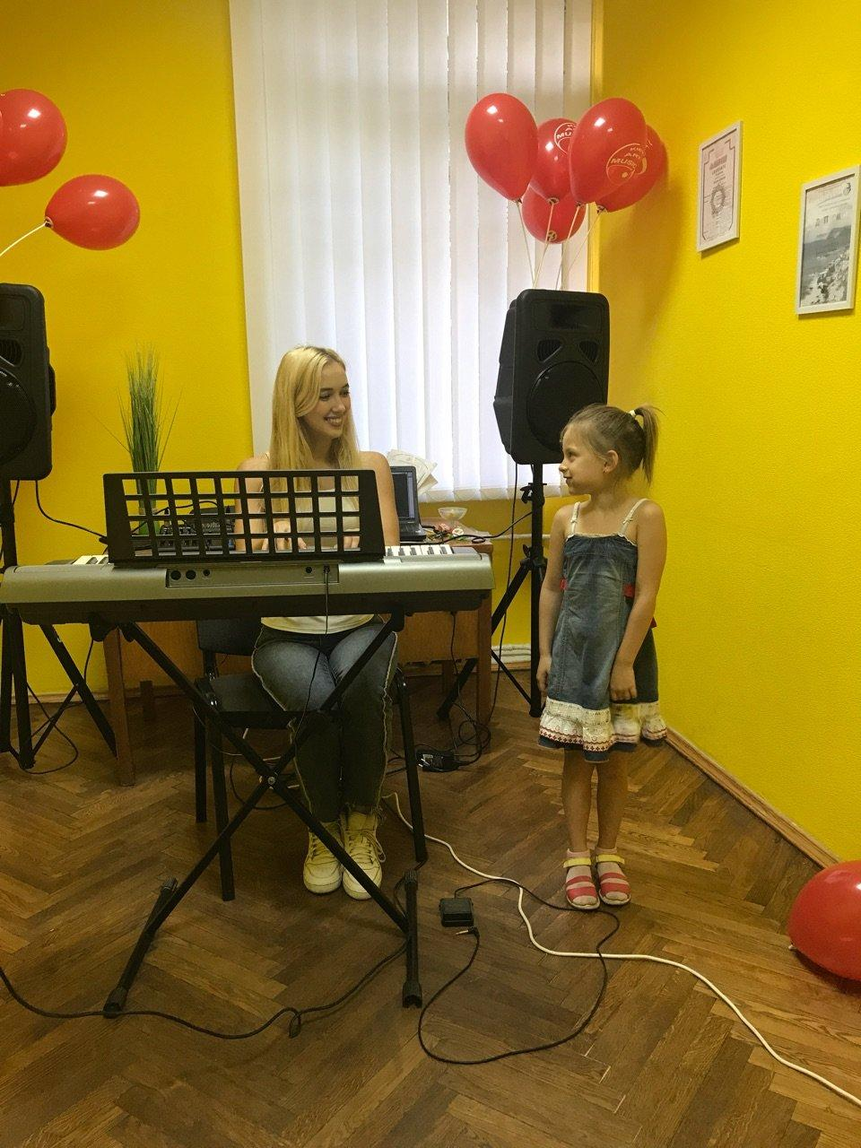 фотография Школы вокала KievArtMusic на метро Дворец Украина