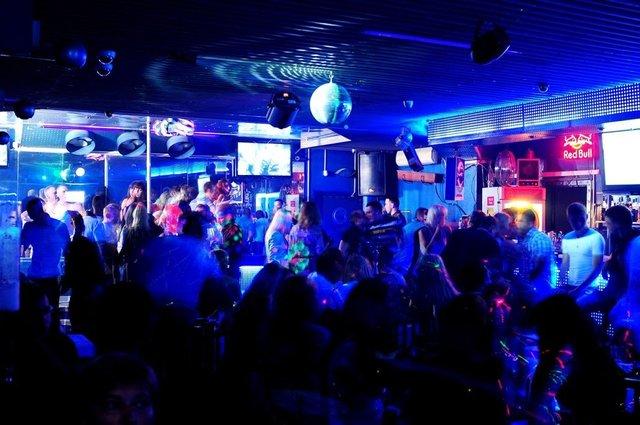 Ночной клуб в малиновке трах скрытой камерой в ночном клубе