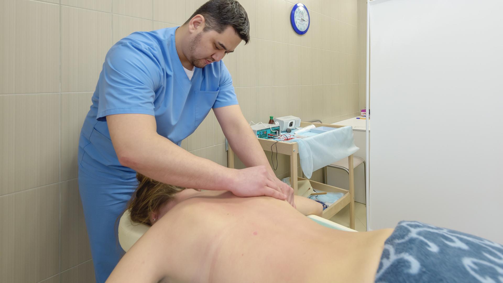 Секс гинеколог фото, Гинеколог поимел пациентку на смотровом кресле 19 фотография