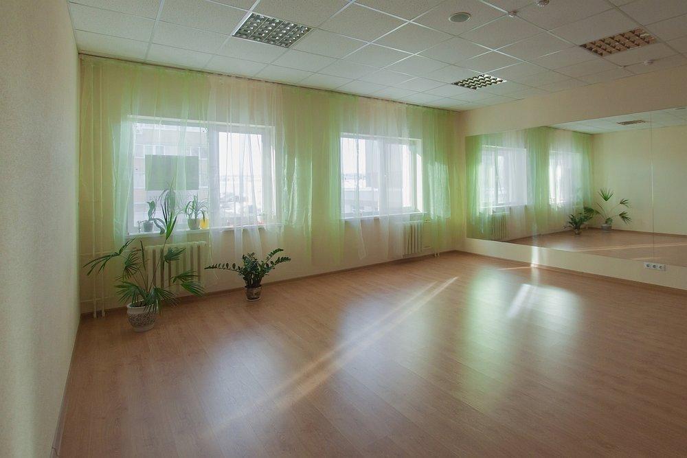 "фотография Студии йоги Ахимса сразу за ТЦ ""Мягкофф"""
