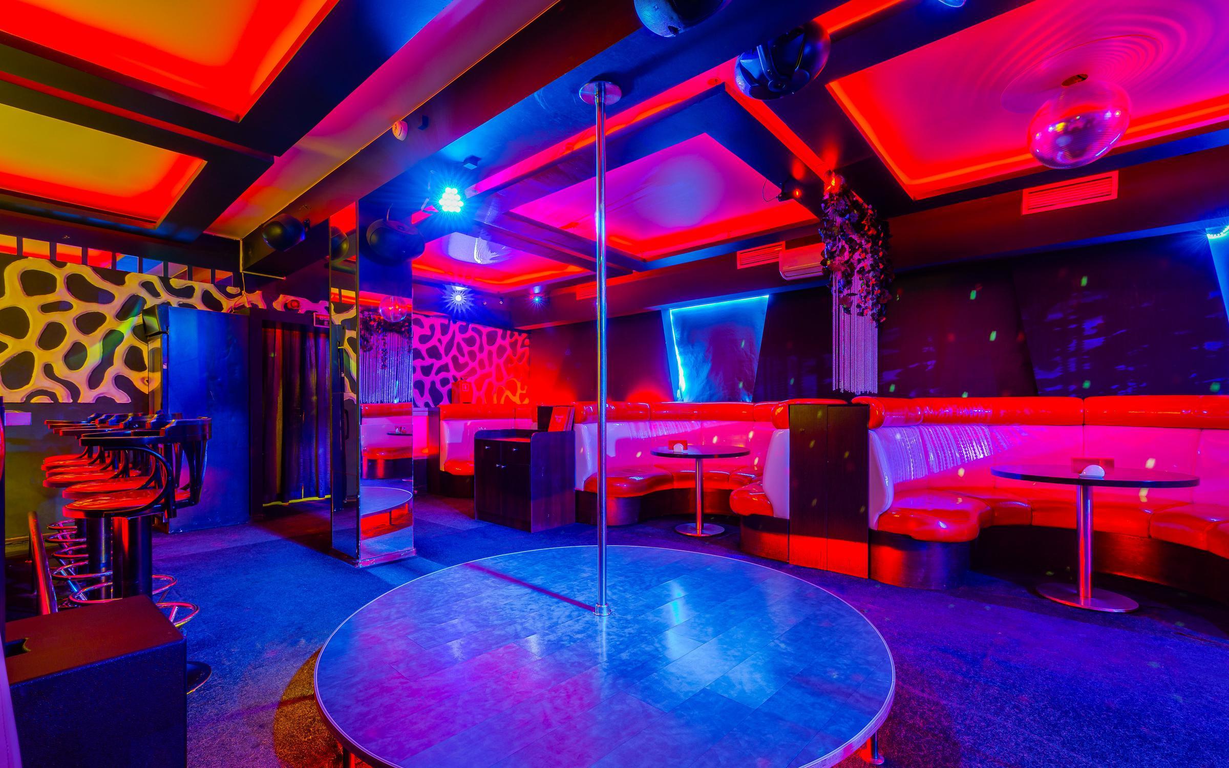 Москва работа официант ночные клубы камеди клаб клуб в москве
