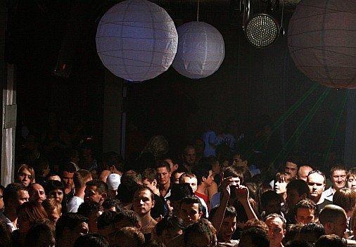 Клубы кроссдрессеров москвы клубы в набережные челны ночные клубы