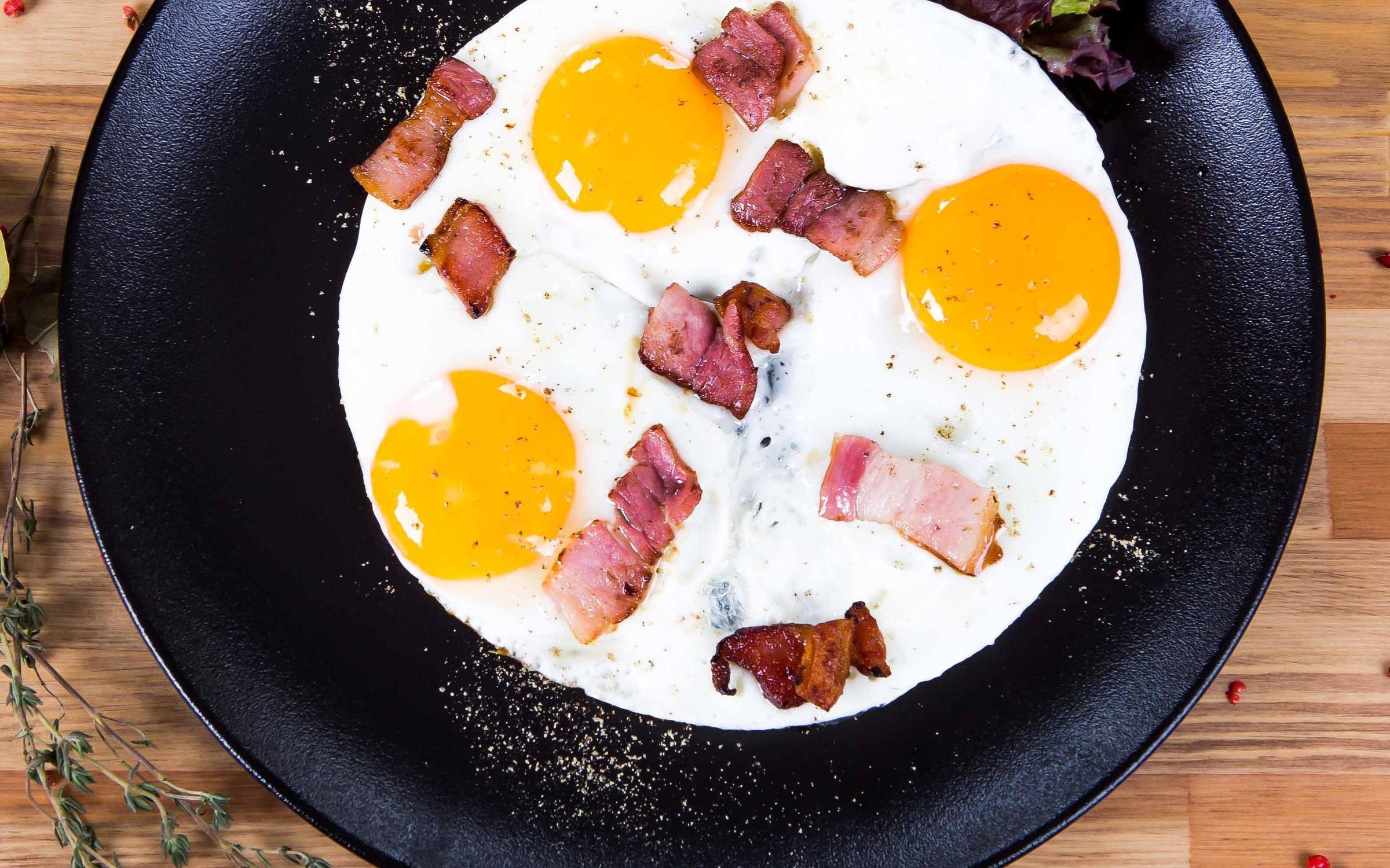 Как сделать яичницу с колбасой 676