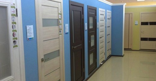 фотография Магазин по продаже дверей, напольных покрытий и мебели Оптовик на Новороссийской улице