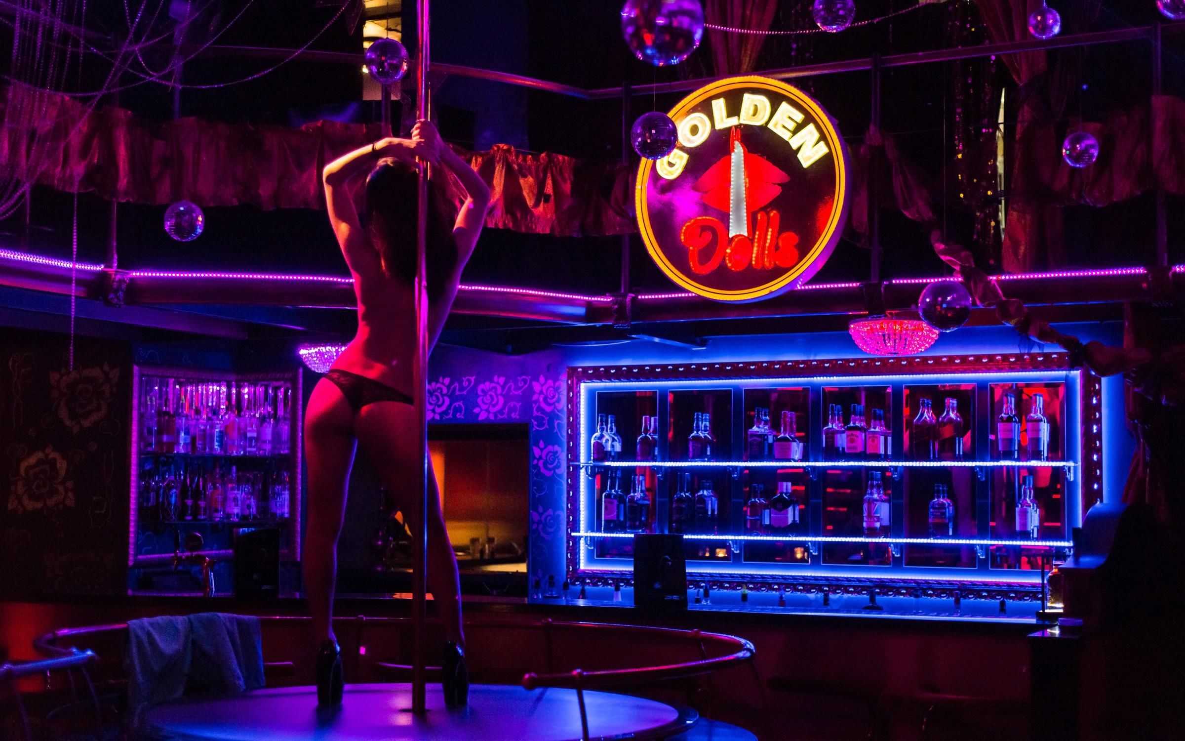 fotografii-klubi-golie